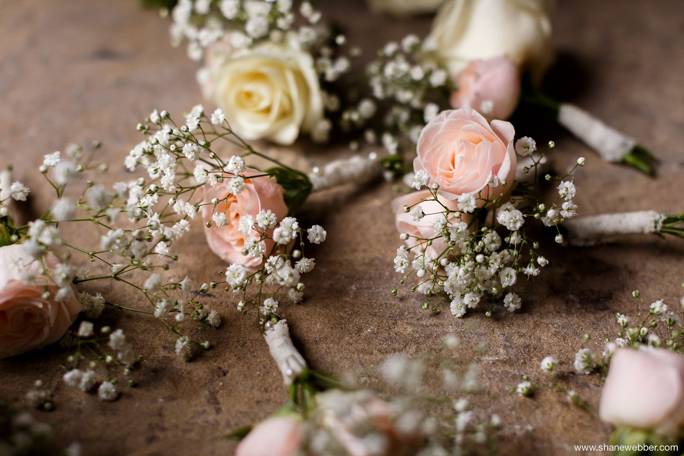 White and pink bridesmaids bouquets and corsages
