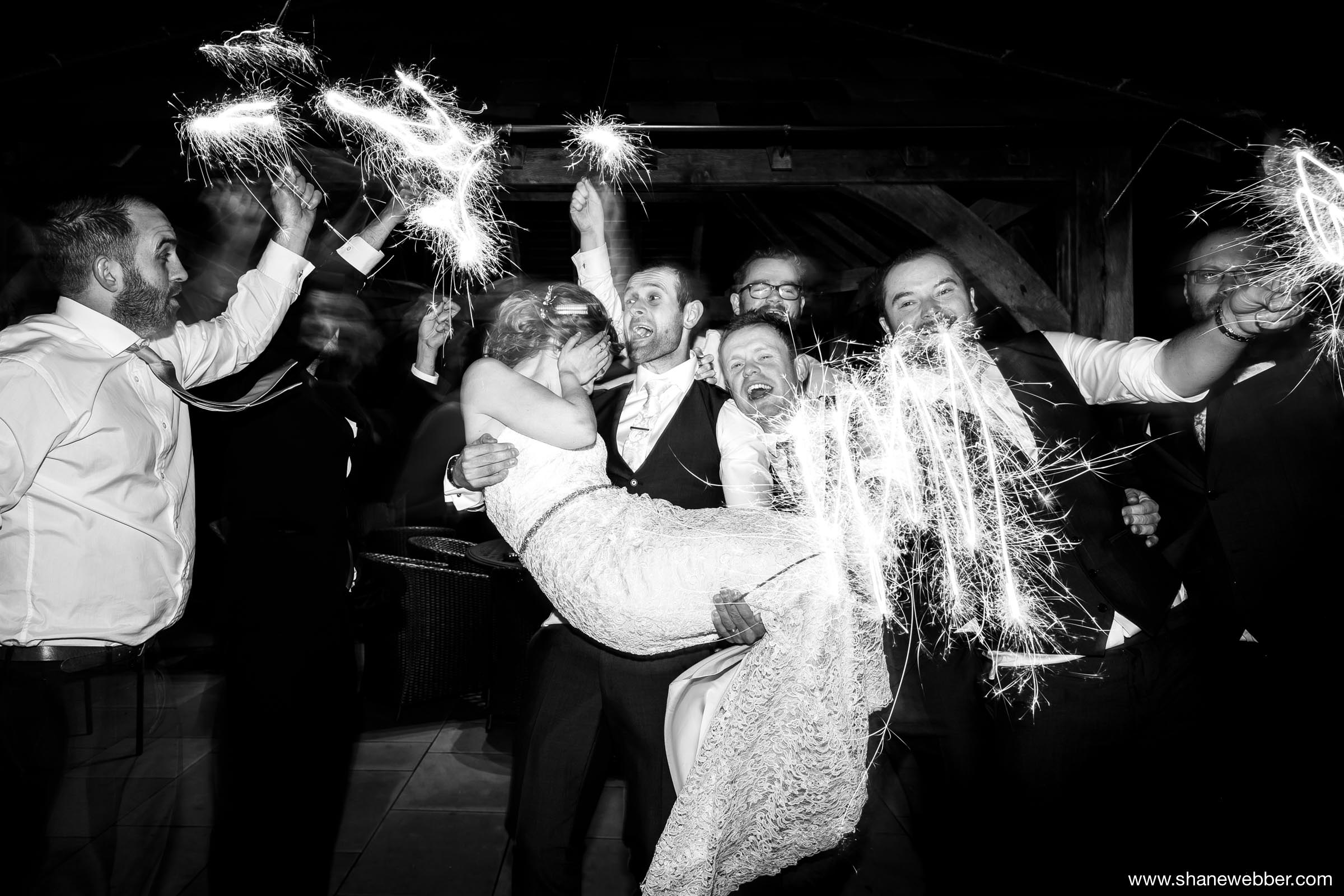 Fun wedding picture idea with sparklers