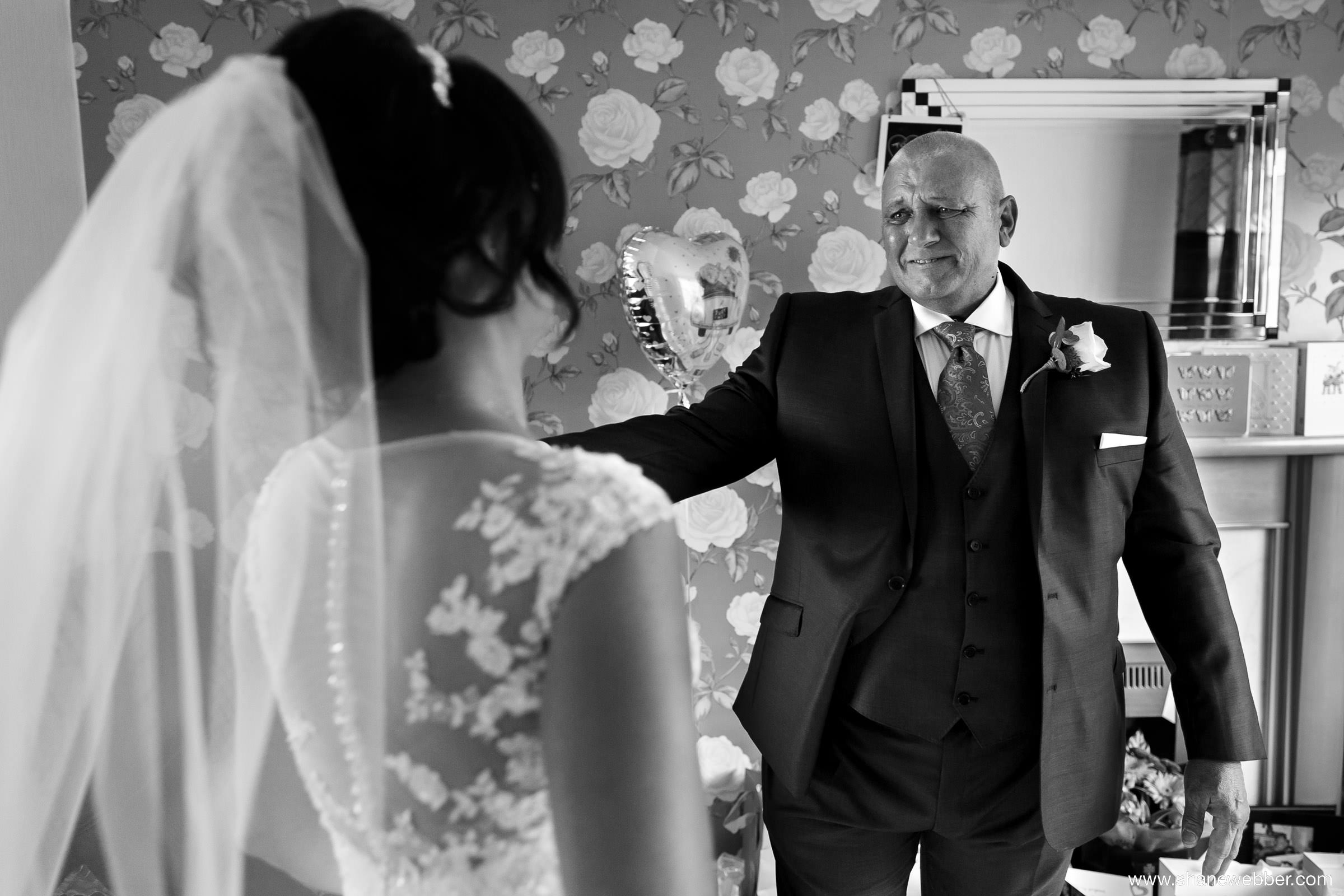 Emotional father of the bride moment