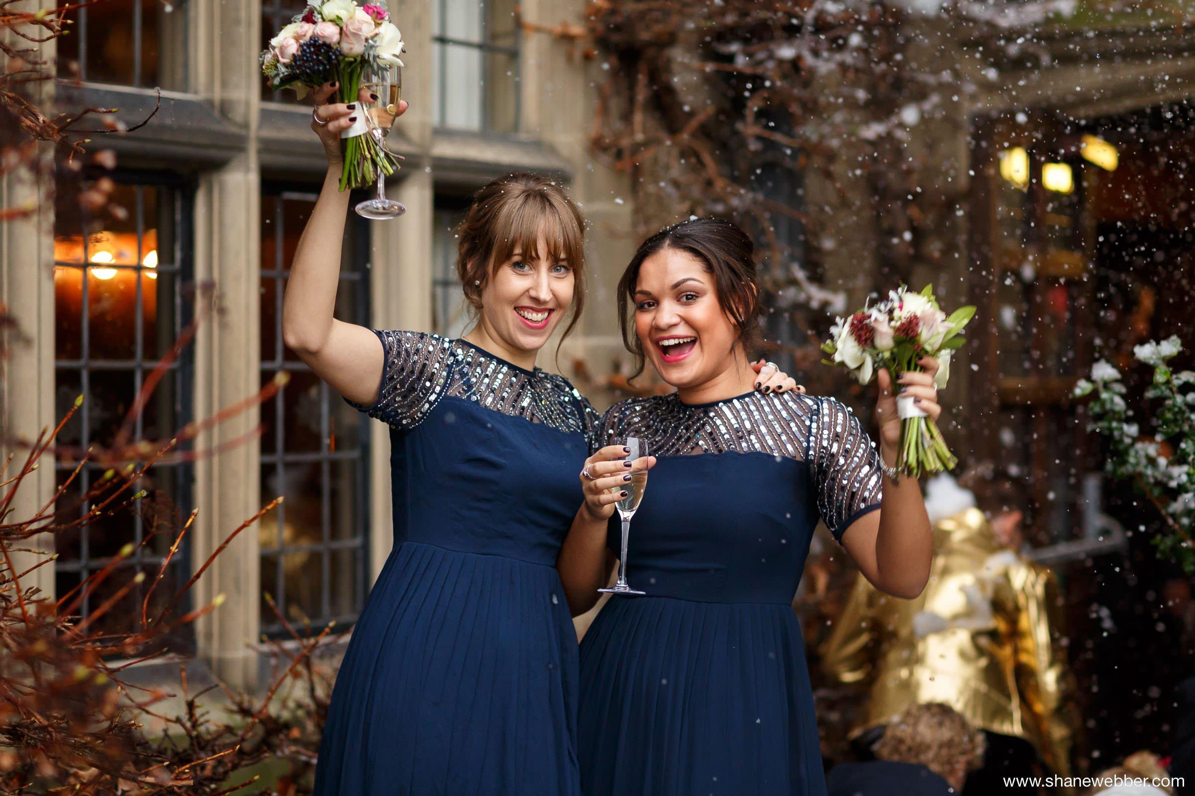 Natural bridesmaids photo