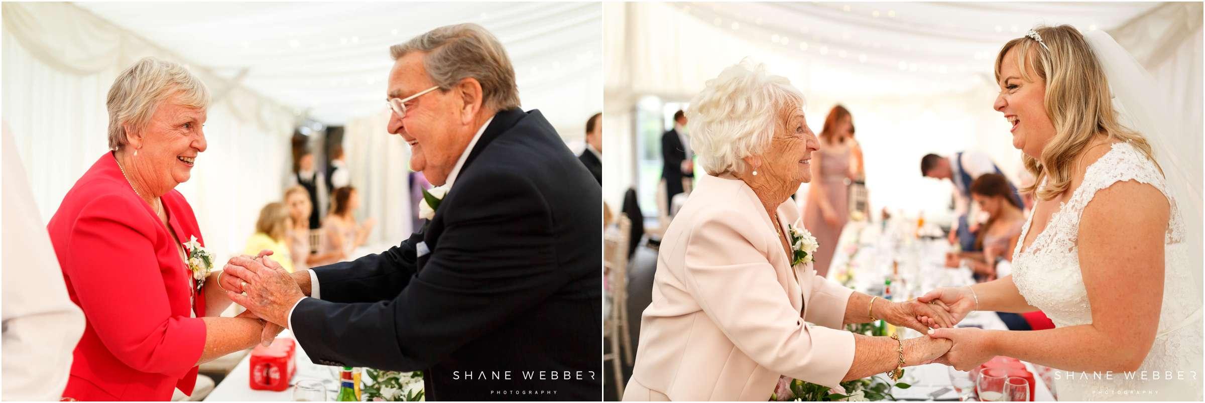 touching wedding moments