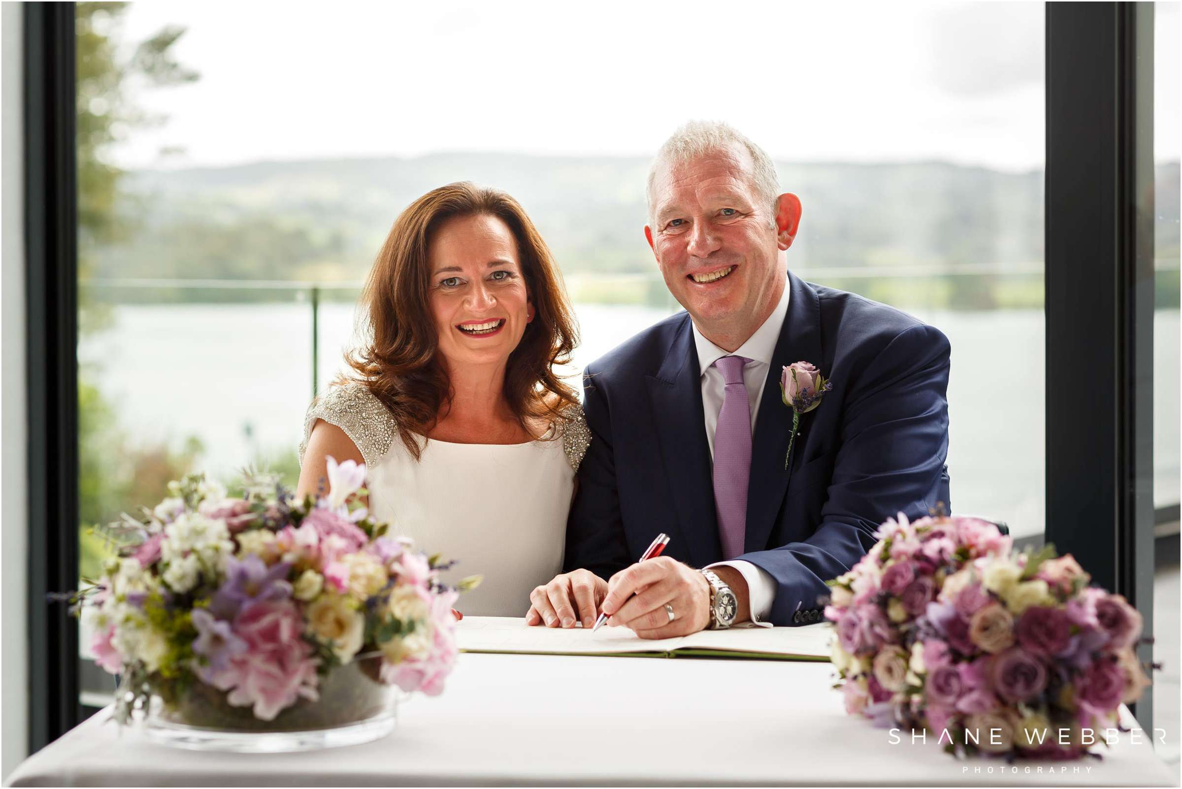 couple signing the register photo